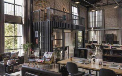 Um galpão industrial é construído para a sede de empresa criativa